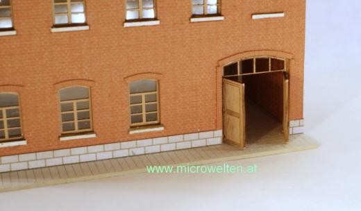 Genossenschaftshaus Backstein mit Toreinfahrt N