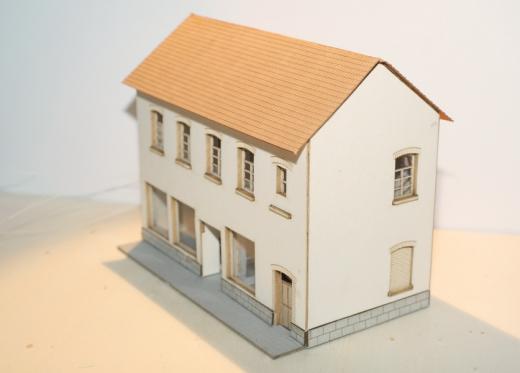 Genossenschaftshaus mit zwei Läden N