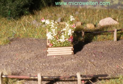 2 Planter bucket with trellis